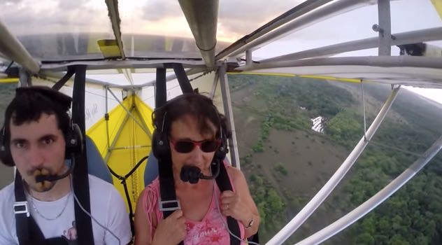 飛行機で気持よく飛びはじめたら・・・猫!な動画が話題
