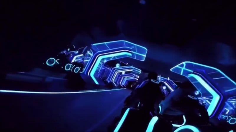 上海ディズニーランド トロンがテーマのアトラクション Tron Lightcycle Power Run 動画